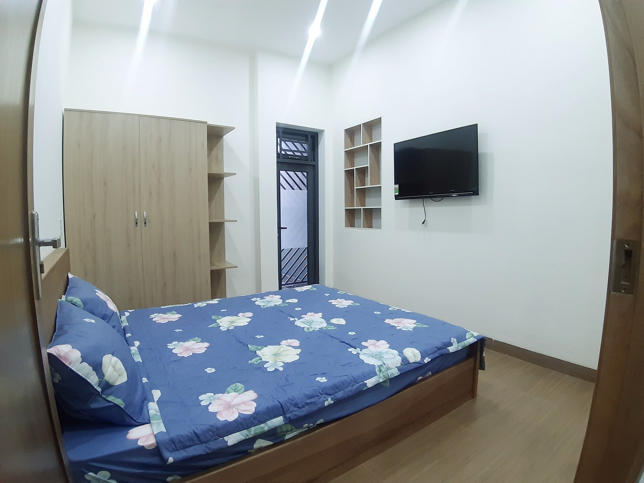 2 Bedrooms apartment for rent near My Khe beach Da Nang