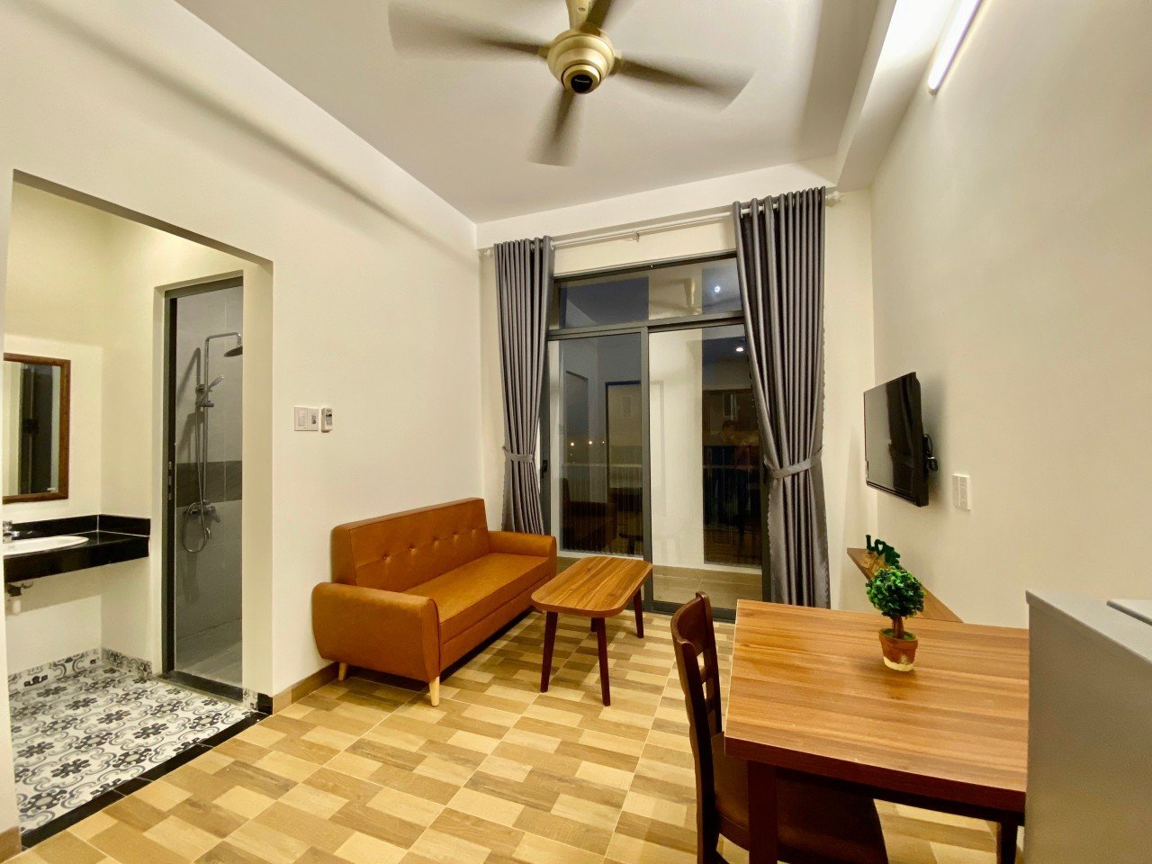 1 bedroom apartment for rent close to the beach Da Nang