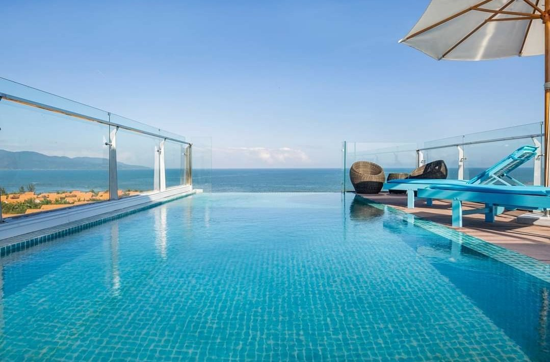 High end 2 bedroom apartment for rent with pool near Crown Da Nang