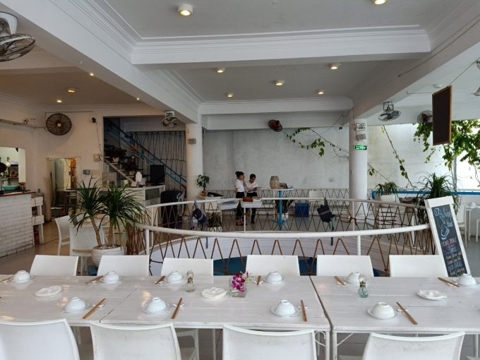 z2369773311553 1be28d3e3b31bc3d4eb89c8155cde61b Restaurant For Rent / Sale On Hoang Sa Street