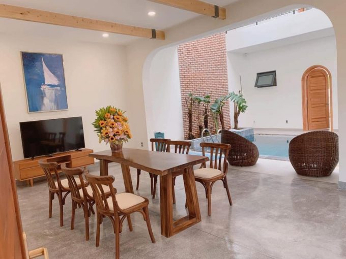 z2391807791661 1574ffd3a28c8685f9d86f47cd3fd443 Luxury Mediterranean Three Bedrooms Villa For Rent Near Thuan Phuoc Bridge Da Nang