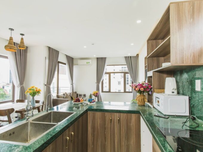 z2782766026421 372615f04f5fa78a7e120a816de11efe Affordable 2 Bedroom Apartment with Pool and Bathtub